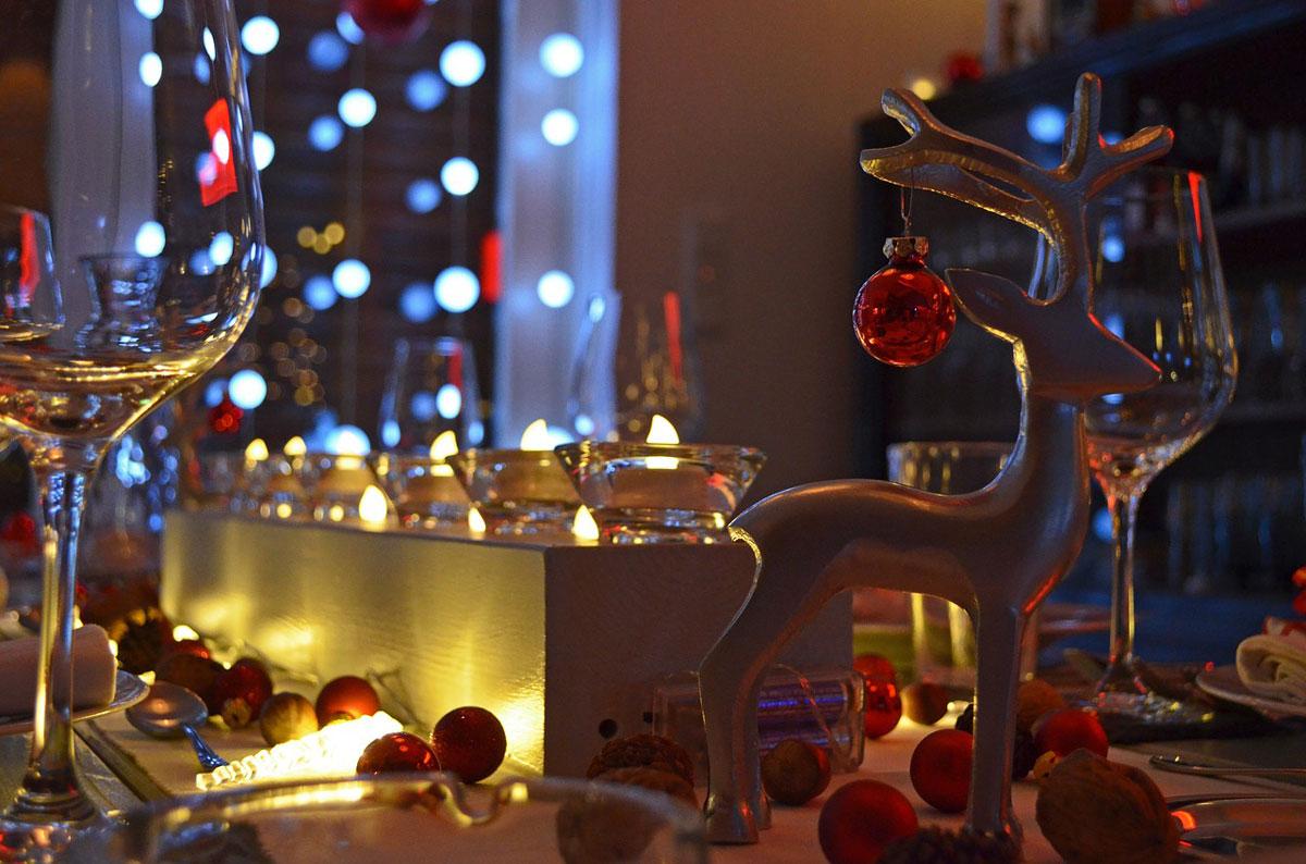 table-decoration-1632178_1280